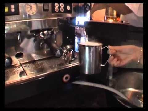 Káva Café Latte - recept na café latte - VIDEO Ako sa to robí.sk  http://www.caffecoffea.com/cafe-latte  http://www.caffecoffea.com/different-coffee-drinks-explained