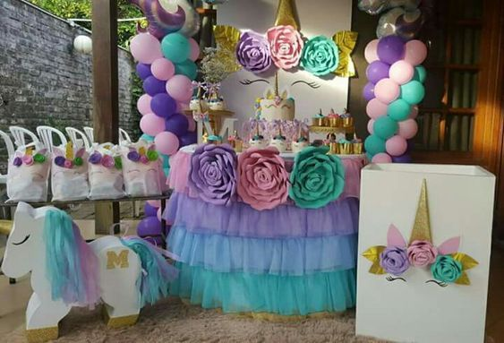 decoracion de mesa principal fiesta de unicornio (7)