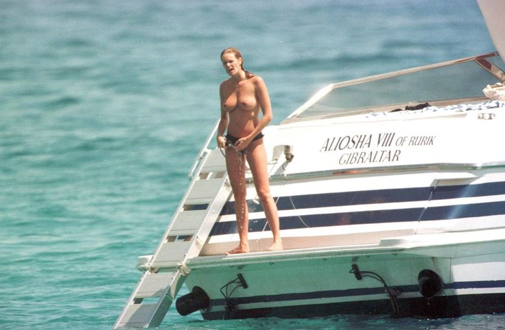 Elle MacPherson Topless Pictures