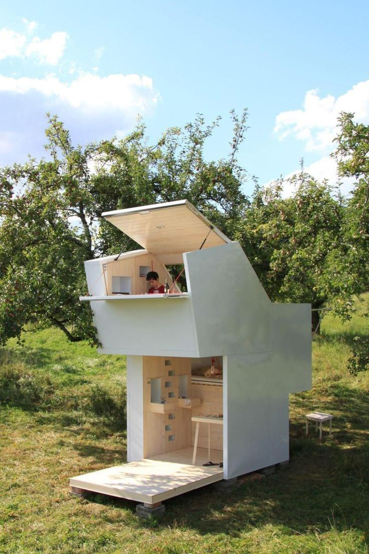 Could use like a deer blind A TINY HOUSE DESIGNED FOR SELF-REFLECTION | ALLERGUTENDINGE / The Green Life If you like please follow us!