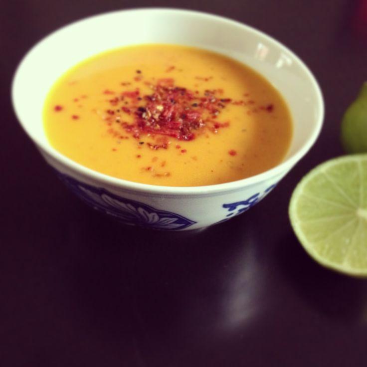 Deze zalige soep met een Aziatisch tintje is een heerlijk lunch of diner gerecht.Zoete aardappel, ook wel bataat genoemd, komt oorspronkelijk uit Zuid-Amerika.Hoewel de naam anders doet vermoeden…