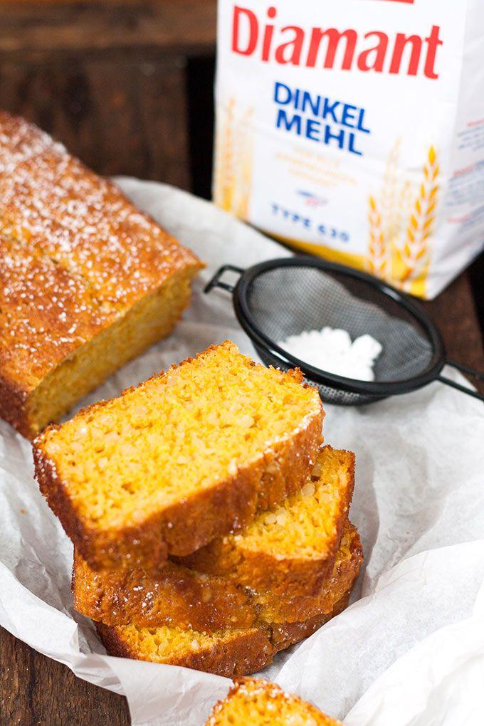 Saftiger Karottenkuchen mit Apfelmus. Schnell, leichter und unglaublich lecker - Kochkarussell.com #werbung #Diamant #MarkenmehlistdasAahundOoh #backmomente