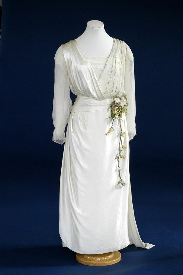 2016 best vintage wedding dresses images on pinterest for Slipper satin wedding dress