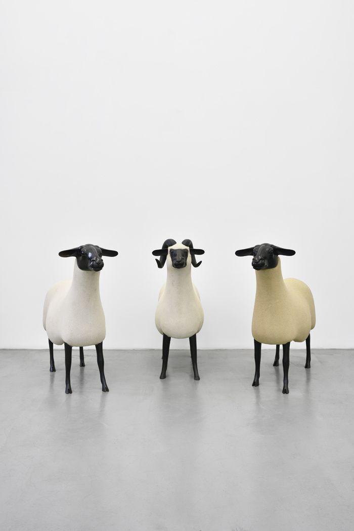 François-Xavier Lalanne, Nouveaux Moutons, Bélier, 1994 et Moutons Transhumants, 1988 à la Galerie Mitterrand, Paris, 2015.