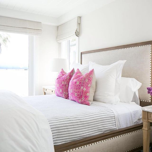 Simple + perfect bedroom design by @kellynuttdesign. Also this weeks favorite finds are up on Beckiowens.com. Have a great Friday!