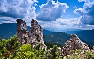 Rocks on the mountain peak wallpaper