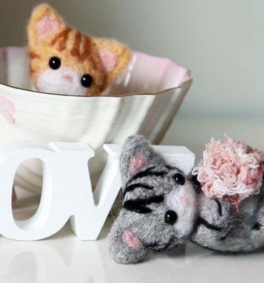Adorable needle felt kitties // Aranyos cirmos cicák tűnemezeléssel // Mindy - craft tutorial collection