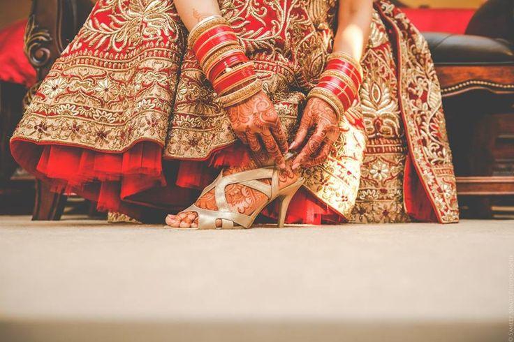 "😻 Sameep Singh Photography ""Portfolio"" album  #weddingnet #wedding #india #indian #indianwedding #weddingdresses #mehendi #ceremony #realwedding #lehenga #lehengacholi #choli #lehengawedding #lehengasaree #saree #bridalsaree #weddingsaree #photoshoot #photoset #photographer #photography #inspiration #planner #organisation #details #sweet #cute #gorgeous #fabulous #henna #mehndi"