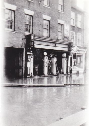 PETROL PUMPS IN LOAD STREET BEWDLEY FLOODED 1947