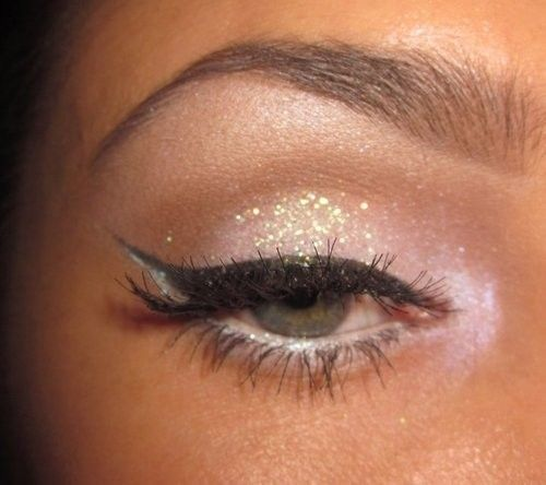 Cat eye w/neutral glitter on the lids & pink shadow in the inner corner & along the lower lashline. Description from pinterest.com. I searched for this on bing.com/images