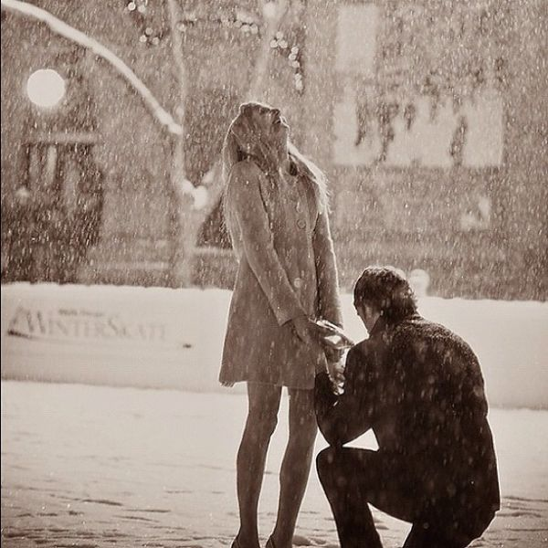 Love this snowy proposal!!!
