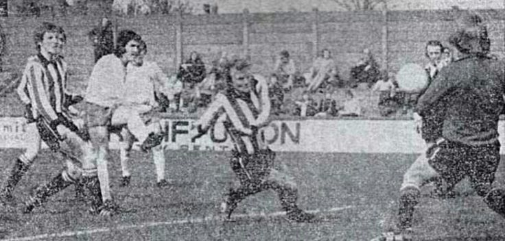 Mansfield Town 1 Brentford 1 in March 1974 at Field Mill. John Lathan scores for Mansfield #Div4