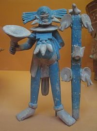 Arte maya antiguo: estatuilla masculina de cerámica con pintura azul aplicada después del horneado. Procede de la isla de Jaina, en Campeche.