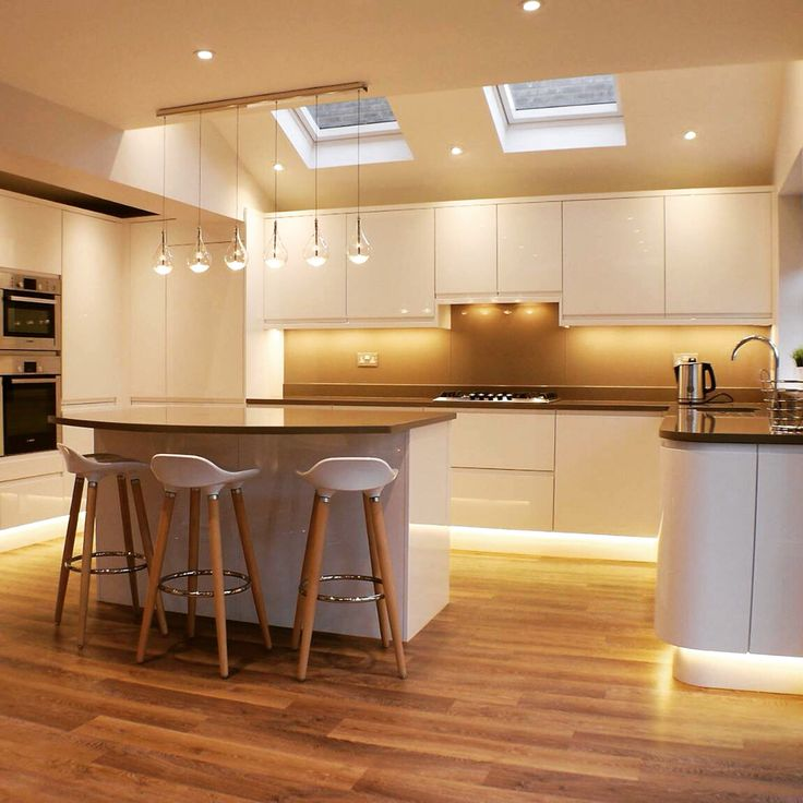 Contemporary White High Gloss Handless Kitchen Design