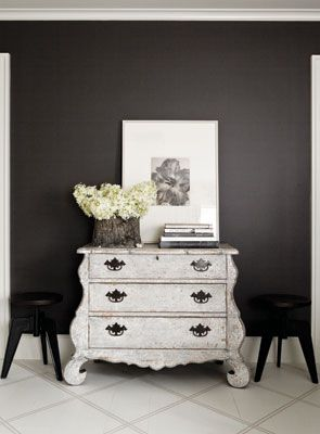 Interior designer Joel Woodard creates an inspiring study in gray. BM iron mountain
