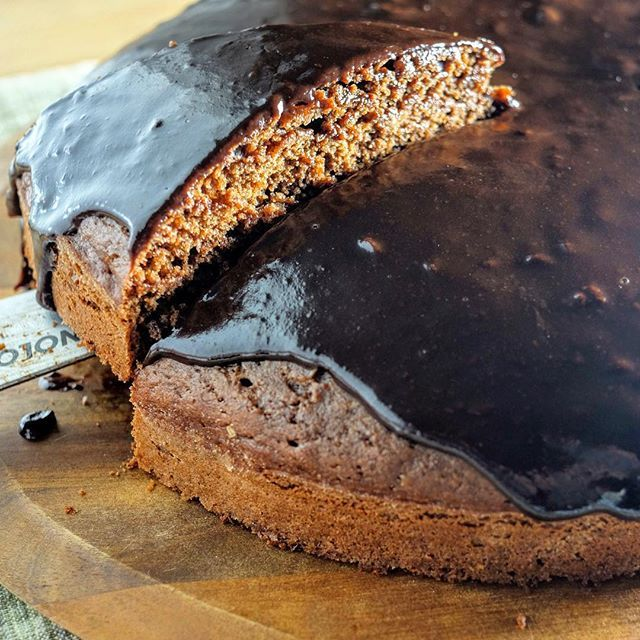 Uma alternativa Vegan ao Bolo de Chocolate! A great Vegan alternative to Chocolate Cake! #vegan #veganchocolatecake #chocolate #chocolatecake #baking #vegantreats #cakes #desserts
