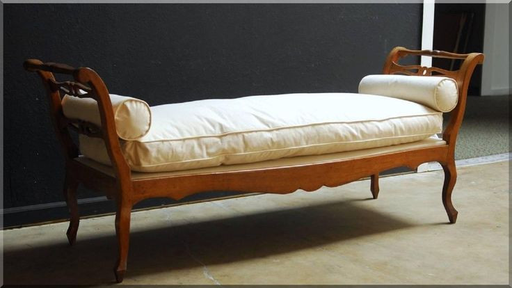 vidéki stílusú antik bútorok