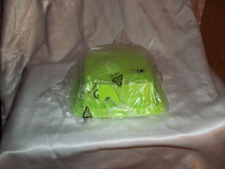 Tupperware Pick-A-Deli- Green Seal mold #1562-4