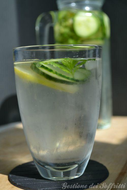 Acqua aromatizzata al cetriolo limone e menta | Gestione dei Soffritti