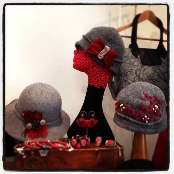 Cappelli in lana ricamati
