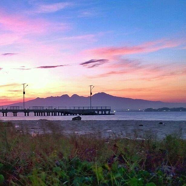 Hakikat Yang Maha Pengasih hadir secara langsung laksana sinar matahari yang menerangi bumi -- Jalaluddin Rumi.  Lokasi: Pulau Panjang Foto: @dikinurohman28  #explorepulaupanjang #visitjepara #jatenggayeng #kompasnusantara