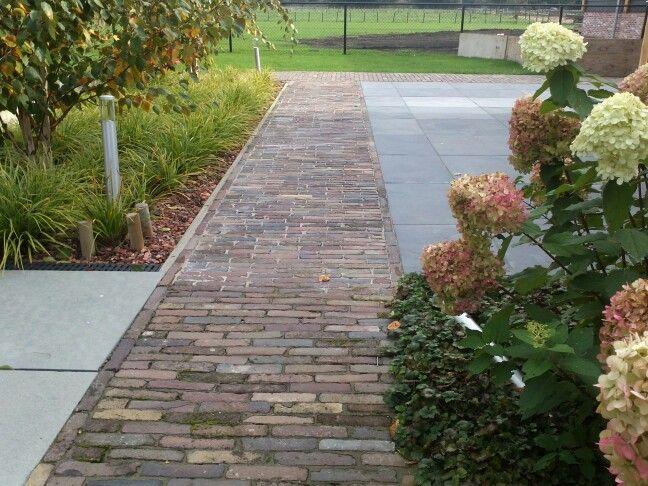 Www.helsen.nl landelijke tuin gendt- clean granite and mossy bricks