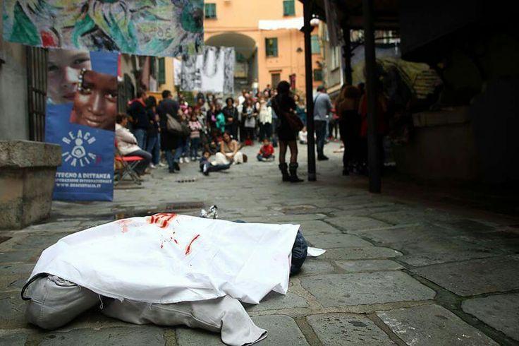 365 suicidi atto primo.  Piazza trogoli santa Brigida a Genova.  26 ottobre 2013