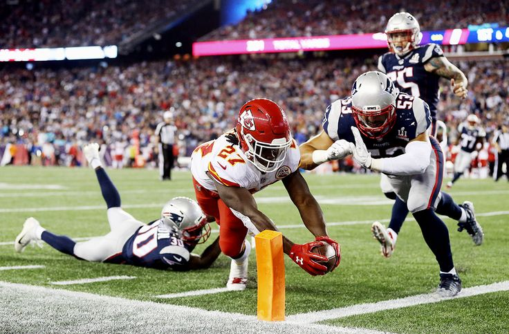 Kareem Hunt- one of Sports Illustrated's best photos of week 1 NFL 2017 season.