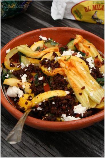 Guiso de Calabacitas, Verdolagas y Flor de Calabaza con Chorizo {Zucchini…