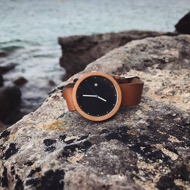 No matter your time zone, we always think it's time to be by the sea. ❤️  #Ttanti #Woodwatches