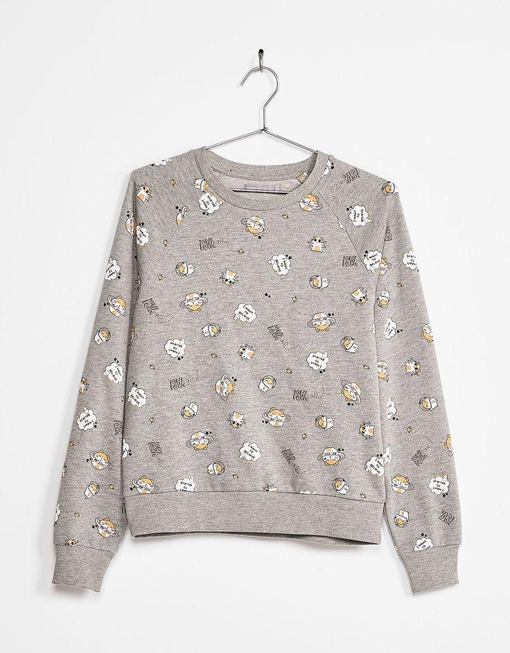 Sweatshirt met grappige print. Ontdek dit en nog véel meer kledingstukken in Bershka met elke week nieuwe producten.