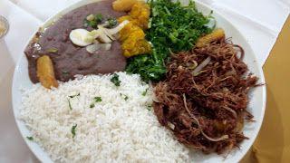 Um prato grande e bem generoso, com sabores muito bons, e um tanto intensos, apesar de na quantidade parecer um tanto desequilibrado, na degustação isso não é muito sentido, o ponto fraco fica na preparação que em alguns pontos pareceu ruim.  #Capitinga #Carne #sol #desfiada #arroz #tutu #abóbora #couve #almoço #comida #restaurante #mineiro #MinasGerais #MG #executivo #prato #refogado #feijão #preto #mandioca #frita #cozido #ConsagradoMineiro #GuiasLocais #LocalGuides #XinGourmet
