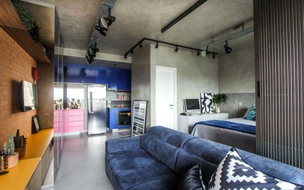 Apartamento esbanja uma decoração colorida e atual, em São Paulo