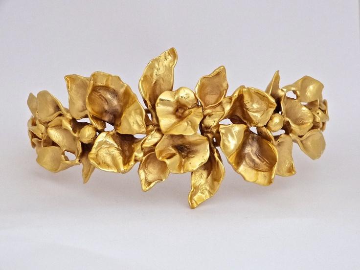 """Diadema en bronce con baño de oro """"Dos Flores"""" de Rocio Porres"""