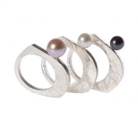 Ring Cirino Ring in silver and fresh water pearls.