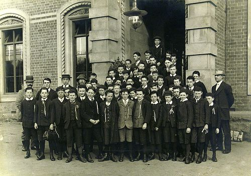 Staff and Student Group 1914. 1900s vintage fashion. Geelong, Australia. #tafe #education  #learning