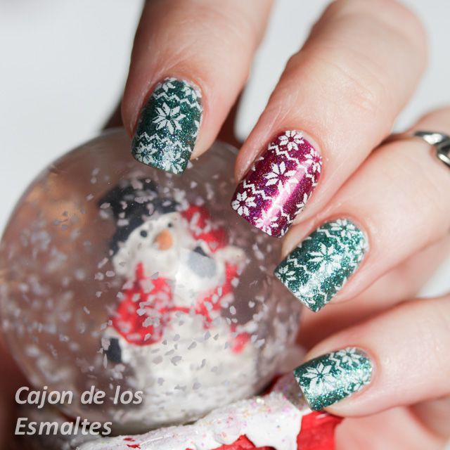 Christmas nail art - Christmas sweater and snow  MoYou London Festive Collection 06 @moyoulondon   #christmas #nailart  #christmas #nailart #nail #12daysnailchallenge