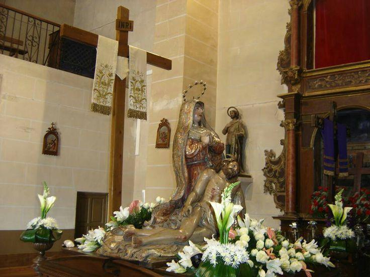 Nuestra Madre de las Angustias Decoración floral realizada por Manolo Florista