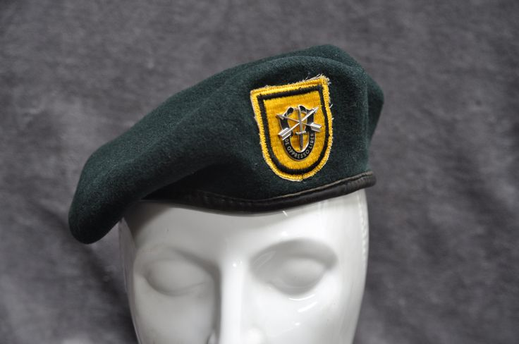 1st special forces beret. green beret. Vietnam war.