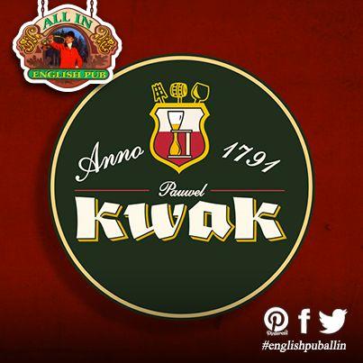 La birra #kwak, conosciuta anche come birra del cocchiere, va servita nel tipico bicchiere con supporto di legno. All' #englishpuballin non potevamo farti mancare questo piacere!  #sommavesuviana