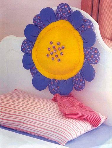 Детская подушка-цветок для изголовья кровати