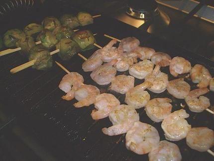 Recette de Brochettes de crevettes et artichauts à l'huile de truffe - au grill ou à la plancha -