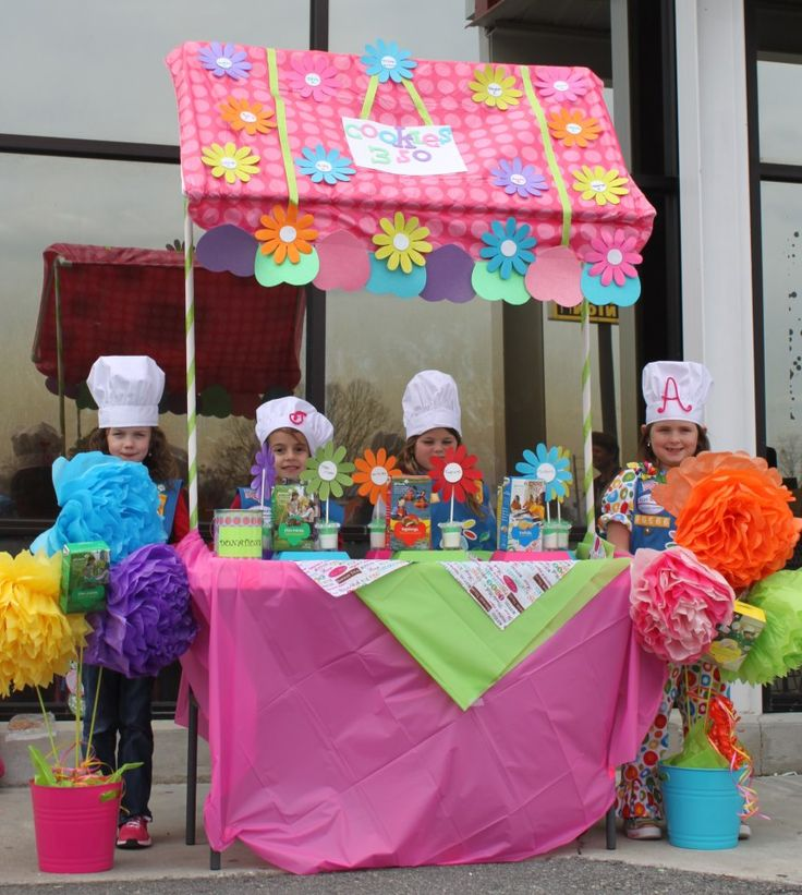 Now that's how to attract some cookie customers! #GirlScouts #CookieBooths