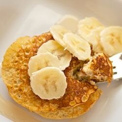 Gezond ontbijt: bananen pannenkoeken - Mind Your Feed