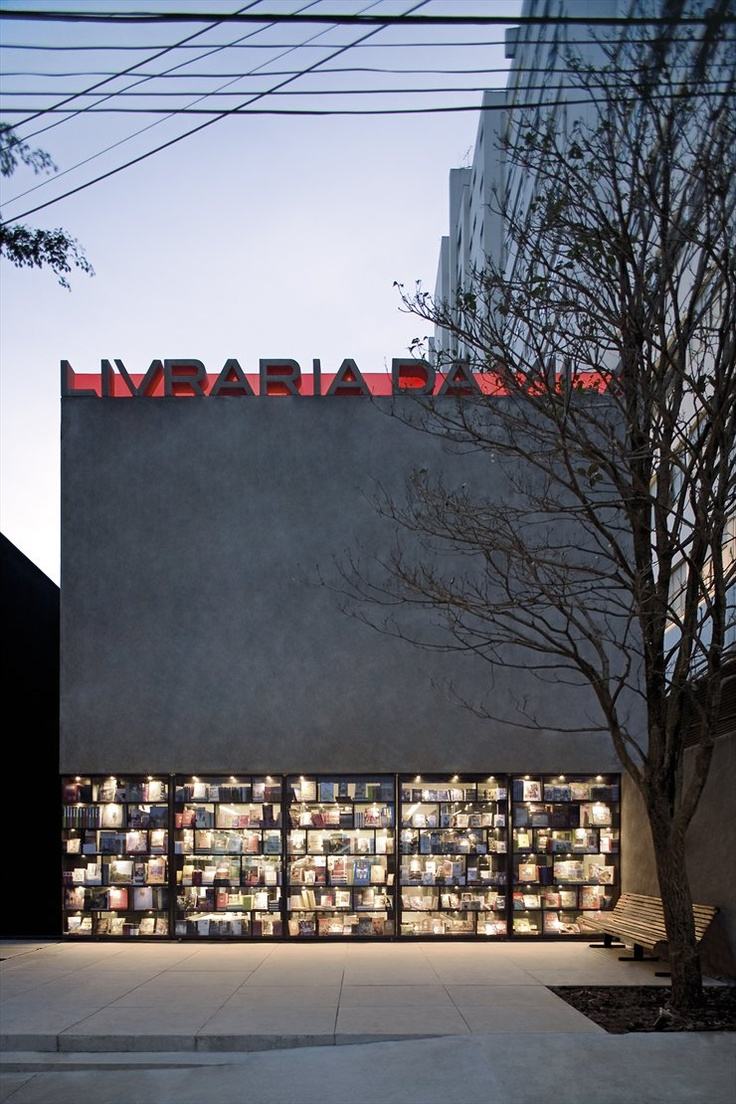 watch these doors of the bookstore. they open! Livraria da Vila, São Paulo, 2007