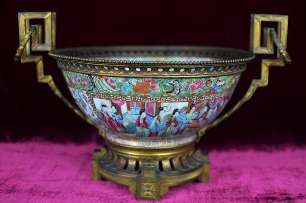 #Leilão Online hoje, 10/06/15 - deste raro e belo Centro de Mesa em porcelana chinesa do século XIX.  Ao Vivo a partir das 20h.  Participe e repasse aos amigos!