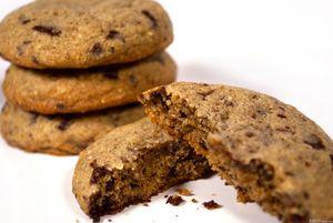Törökmogyorós-csokis korong http://www.receptmuves.hu/2011/10/torokmogyoros-csokis-korong.html #mogyoro #hazelnut #cookie #keksz #chocolate #csokolade #biscuit
