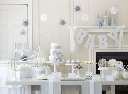 El blanco puede ser el color ideal para celebrar un baby shower clásico y elegante