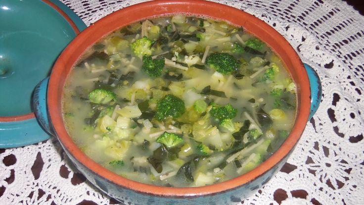 (FR) Soupe brocolis et lentilles   Détoxifiant – Avec sulforaphane (anti-cancer).  (EN) Broccoli lentil soup   Detoxifying – With sulforaphane (anticancer compound).  (ITA) Minestra di broccoli e lenticchie   Disintossicante - Con sulforafano (anti-cancro).