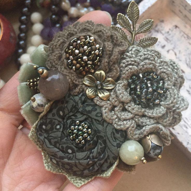 """Купить Вязано-текстильная брошь """"Травяной сбор"""" - натуральные материалы, брошь ручной работы"""